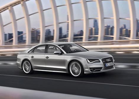 """Компания Audi показала """"заряженную"""" модификацию седана A8 - S8"""