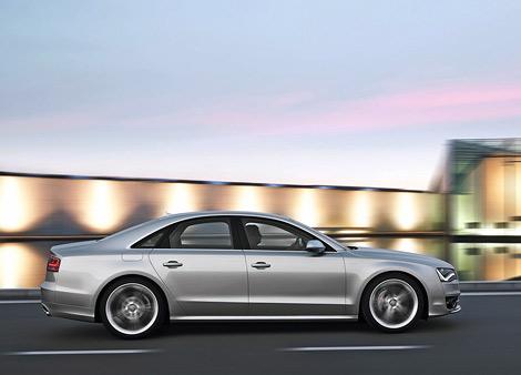 """Компания Audi показала """"заряженную"""" модификацию седана A8 - S8. Фото 1"""
