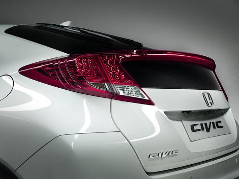 Компания Honda распространила первое официальное изображение-тизер хэтчбека Civic следующего поколения