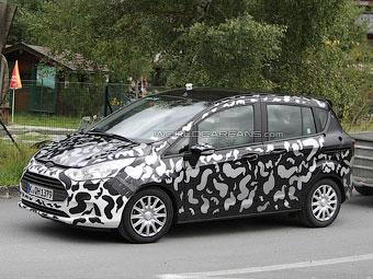Ford начал испытания предсерийных образцов нового компактвэна