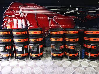 Компания Pirelli хочет отобрать у команд Формулы-1 лишний комплект резины
