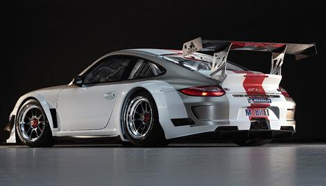 Компания Porsche представила обновленный гоночный спорткар 911 GT3 R. Фото 1