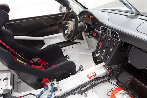 Компания Porsche представила обновленный гоночный спорткар 911 GT3 R. Фото 2