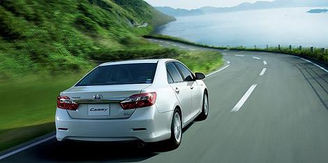 Компания Toyota представила версию модели Camry для японского рынка. Фото 2