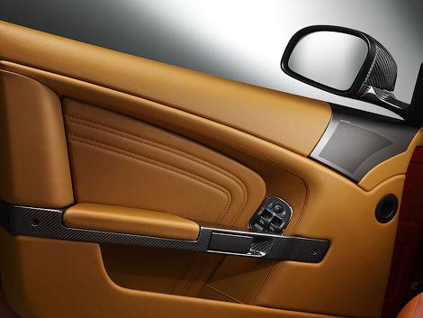 Aston Martin представит во Франкфурте спецверсию купе и кабриолета DBS. Фото 2