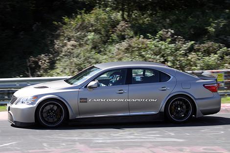 В интернете появились шпионские фотографии новой модификации седана Lexus LS. Фото 1