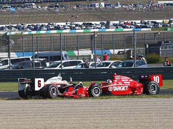 Франкитти извинился за провокацию аварии в японской гонке INDYCAR