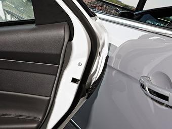 Ford защитит автомобили на парковке от удара дверями