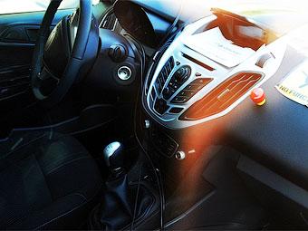 Появились шпионские снимки интерьера нового компактвэна Ford