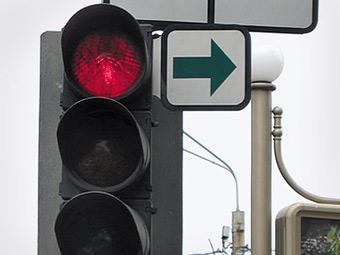 Центр борьбы с пробками предложил разрешить правый поворот на красный свет