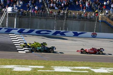 Карпентер выиграл гонку INDYCAR в Кентукки, опередив Франкитти на одну сотую секунды