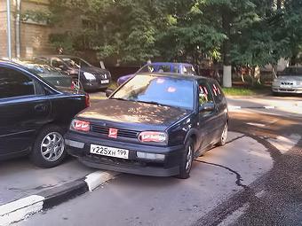 На поиск парковки московские водители тратят 19 минут