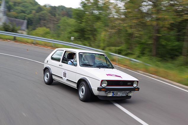 Путешествуем во времени вместе с VW Golf GTI MkI. Фото 10