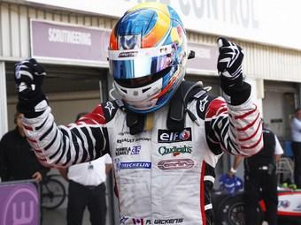 Викенс увеличил отрыв от Верня перед последней гонкой Формулы-Renault 3.5