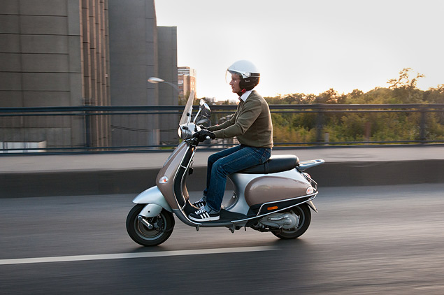 На чем быстрее ездить по Москве: на скутере или автомобиле?