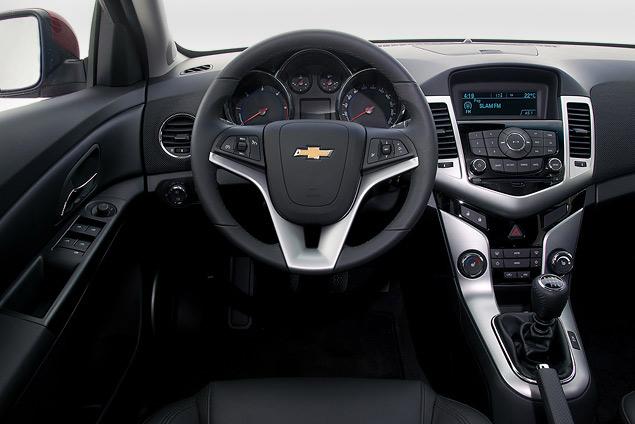 Пробуем на вкус оглушительный Chevrolet Camaro и экономичный Aveo. Фото 13