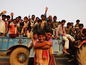 Строителями индийской трассы Формулы-1 оказались бездомные подростки