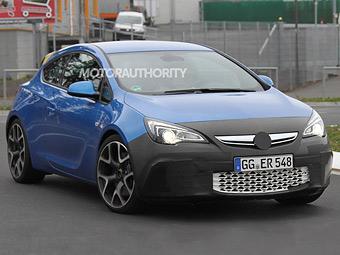 На Opel Astra OPC стало меньше камуфляжа