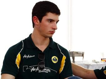 Молодой американский гонщик протестирует болид Team Lotus