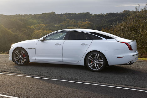 Компания Jaguar представила для седана XJ два спорт-пакета