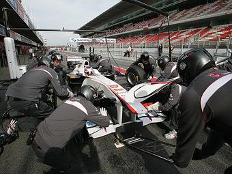 Команда Sauber обвинила пилотов в медленных пит-стопах