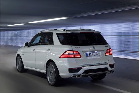 Новый Mercedes-Benz ML 63 AMG получил 525-сильный твин-турбо двигатель V8. Фото 2