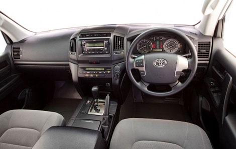 """Компания Toyota представила """"упрощенную"""" версию внедорожника Land Cruiser 200. Фото 1"""
