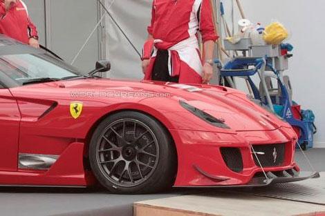 Опубликованы шпионские фотографии спецверсии трекового суперкара Ferrari 599XX. Фото 1