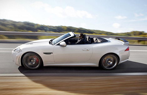 На моторшоу в Лос-Анджелесе состоялась премьера открытой модификации купе XKR-S. Фото 1