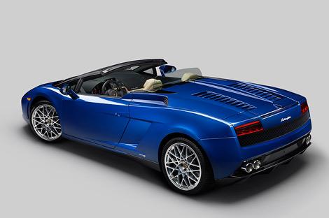 На моторшоу в Лос-Анджелесе дебютировал заднеприводный вариант суперкара Lamborghini Gallardo