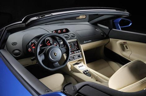 На моторшоу в Лос-Анджелесе дебютировал заднеприводный вариант суперкара Lamborghini Gallardo. Фото 2