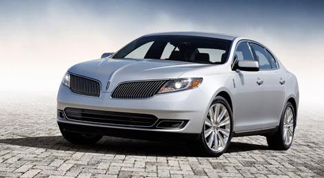В Лос-Анджелесе Lincoln представил обновленные модели MKS и MKT. Фото 2