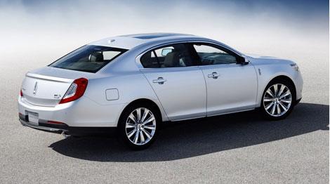 В Лос-Анджелесе Lincoln представил обновленные модели MKS и MKT. Фото 3