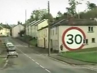 Британец нарисовал дорожный знак для непонятливых водителей