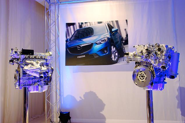 Знакомимся с первым компактным кроссовером Mazda. Фото 2