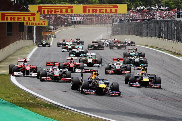 Марк Уэббер одержал первую победу в последней гонке сезона. Фото 1