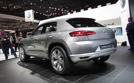 "Гибридный концепт VW Cross Coupe получился компактнее ""Тигуана"" и оснащен электромоторами на передней и задней оси"