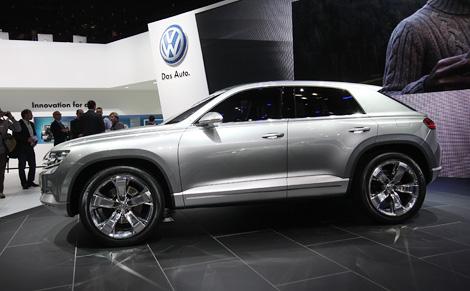 "Гибридный концепт VW Cross Coupe получился компактнее ""Тигуана"" и оснащен электромоторами на передней и задней оси. Фото 1"
