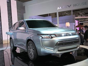 Mitsubishi показала новый облик кроссовера Outlander