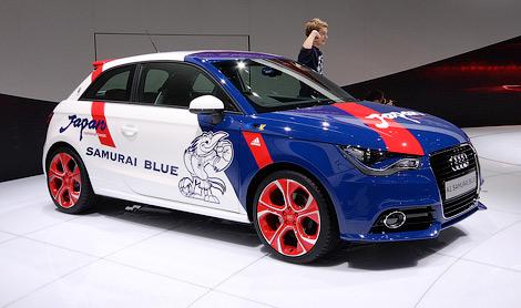 Audi построила в единственном экземпляре бело-сине-красный хэтчбек A1. Фото 1