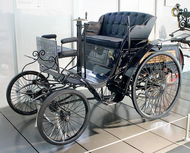 В продажу поступает «самобеглая коляска» Яковлева и Фрезе. Ее создатели - отставной морской офицер и инженер