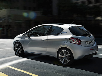 Компания Peugeot рассказала о бензиновых моторах для 208-го