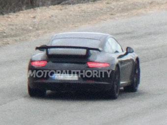 Компания Porsche приступила к тестам нового 911 для трека