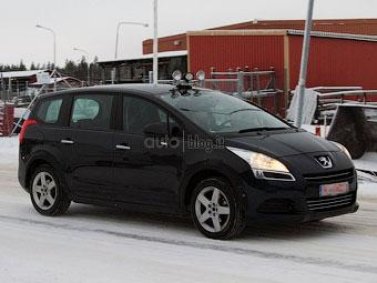 Компания Peugeot начала испытания нового минивэна 5008