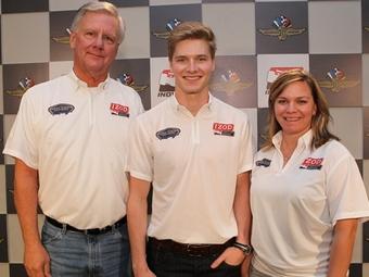 У команды Сары Фишер серии INDYCAR появился гонщик и совладелец