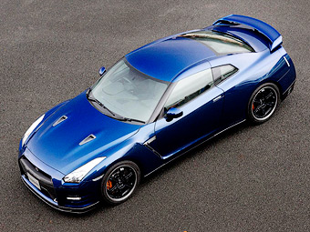 Nissan показал суперкар GT-R с трековым спорт-пакетом