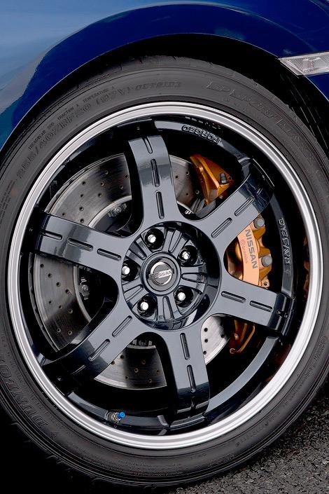 Новинка получила перенастроенную подвеску и другие колесные диски. Фото 2