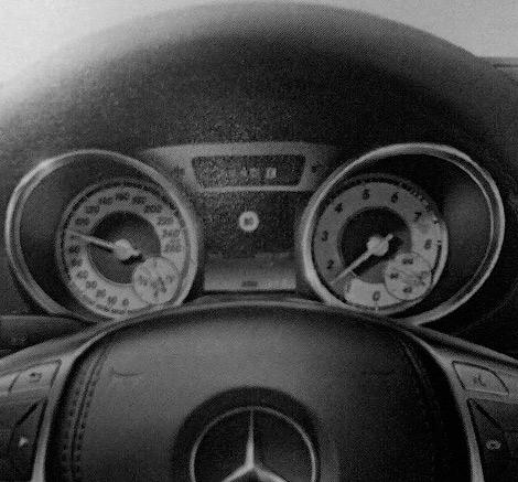 Фотографии родстера Mercedes-Benz SL следующего поколения сосканировали из рекламной брошюры. Фото 3