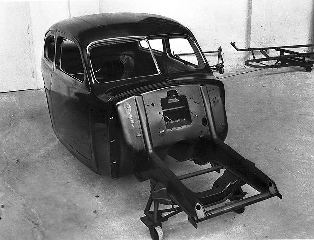 Во время войны Volvo работает над доступной компактной моделью, делает газогенераторы и авиамоторы