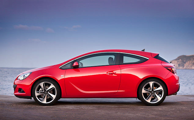 """Выясняем, чем """"трехдверка"""" Opel Astra отличается от """"пятидверки"""". Фото 1"""